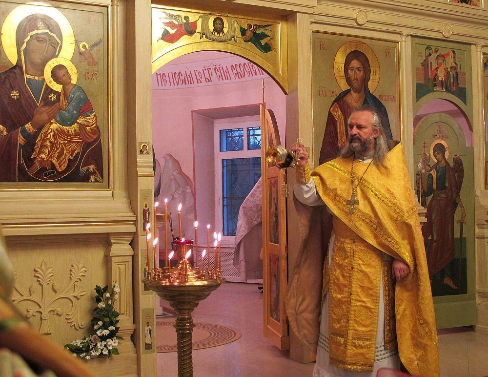 Богослужение в Свято-Никольском храме