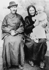 Священник Феодор Недосекин с супругой Зинаидой Ивановной. 30-е годы