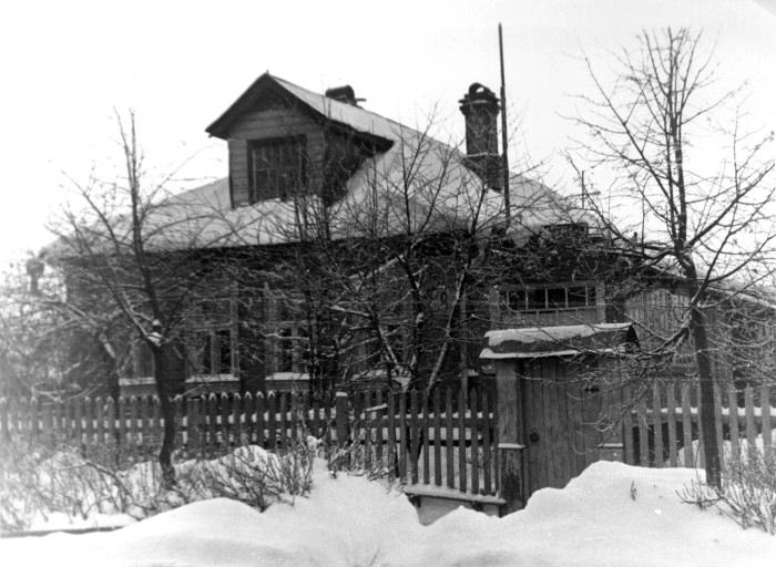 Поселился отец Сергий на самом краю города Ногинска в поселке Жуковка, проживал на улице Клязьминская в доме 15 в семье Архипа Богачева.