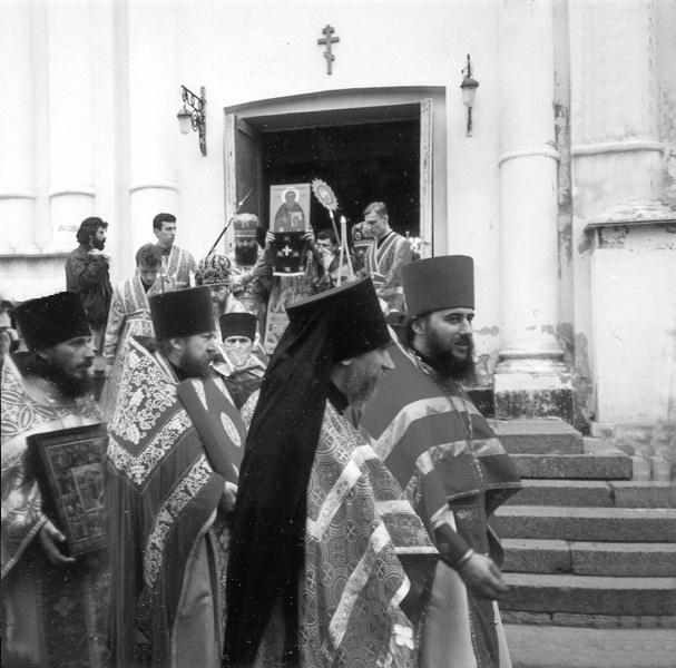 Богослужение Тихвинском храме 20 ноября 1995 года