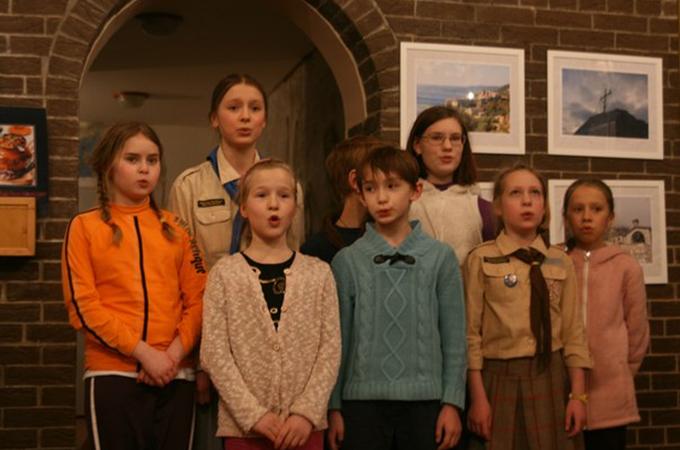 Стая «Друзья Нарнии» исполняет песню «Катюша».