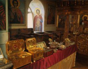 Мощи святых из ризницы Свято-Пантелеимонова монастыря (Афон)