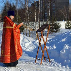 Молебен на месте строительства хра