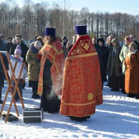 Молебен на месте строительства храма в честь Новомучеников и Исповедников Российских