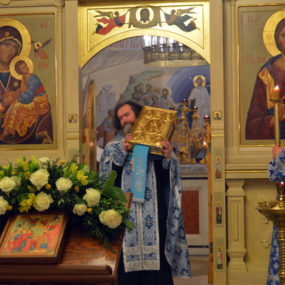 Богослужение в в Свято-Никольском храме села Макарово