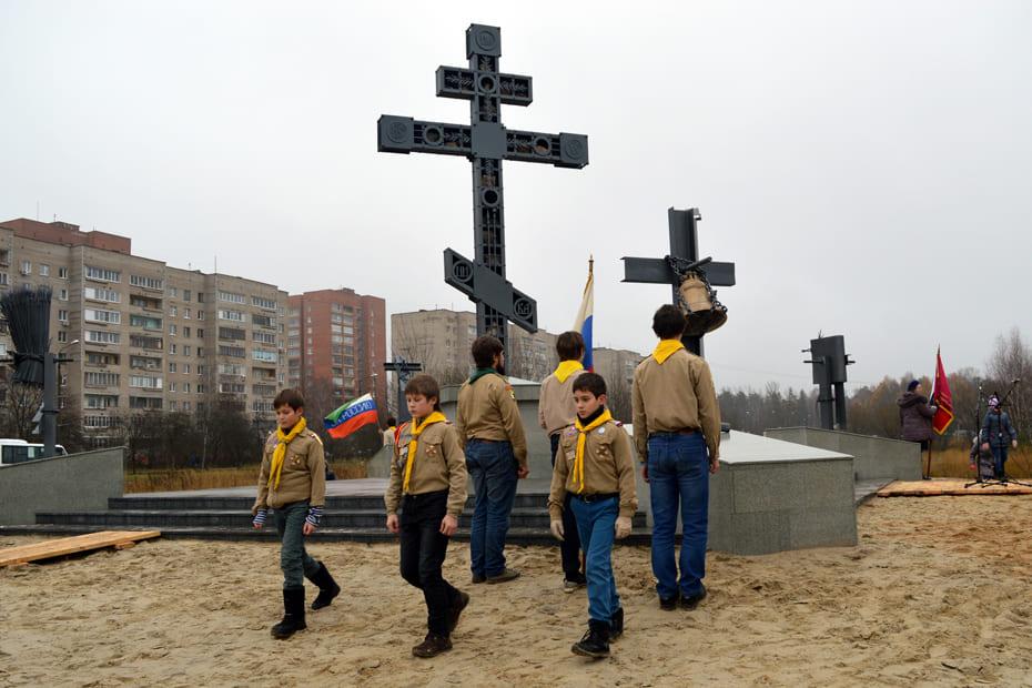 На освящении Креста дежурили скауты.