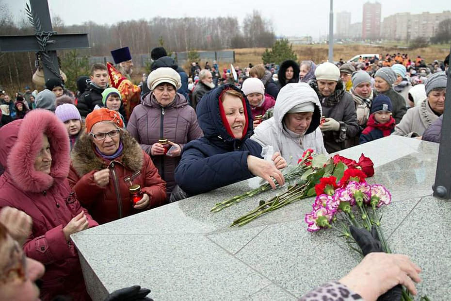На освящение Поклонного Креста пришли сотни жителей Черноголовки