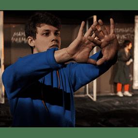 Спектакль «Загадочное ночное убийство собаки» Саймон Стивенс по роману Марка Хэддона, театр «Современник», реж. Егор Перегудов.