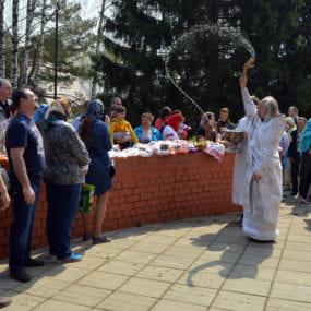 Освящение пасхальной трапезы. Свято-Никольский храм с. Макарово.