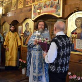 Отца Андрея Фёдорова прихожане поздравили днём хиротонии