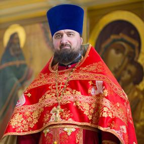 Благочинный Богородского церковного округа протоиерей Марк Ермолаев.
