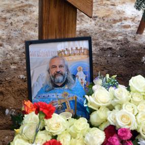 Могила протоиерея Вячеслава Перевезенцева.