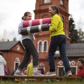 2 мая 2021 года прошёл около Свято-Никольского храма в селе Макарово традиционный Семейный пасхальный фестиваль.